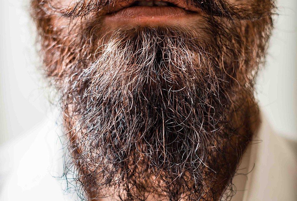 Spliss im Bart – so beendest du die Haarspalterei